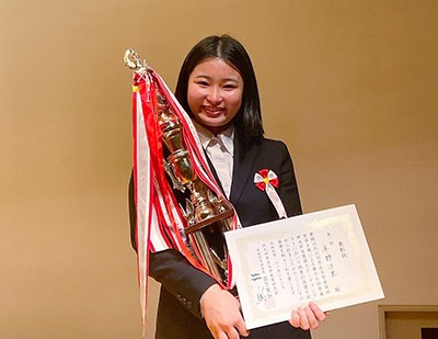 「青嵐杯 大学生英語スピーチコンテスト」で草野汐里さんが優勝しました!