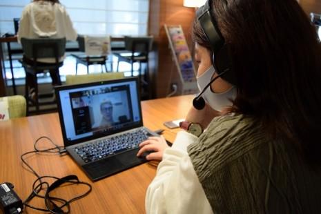 英語キャリア・コミュニケーション学科 2020年1年生後期のアメリカ分校「オンライン留学」が学院HPに取り上げられました